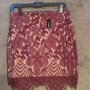 Express size 6 lace skirt 🔥🔥NWT